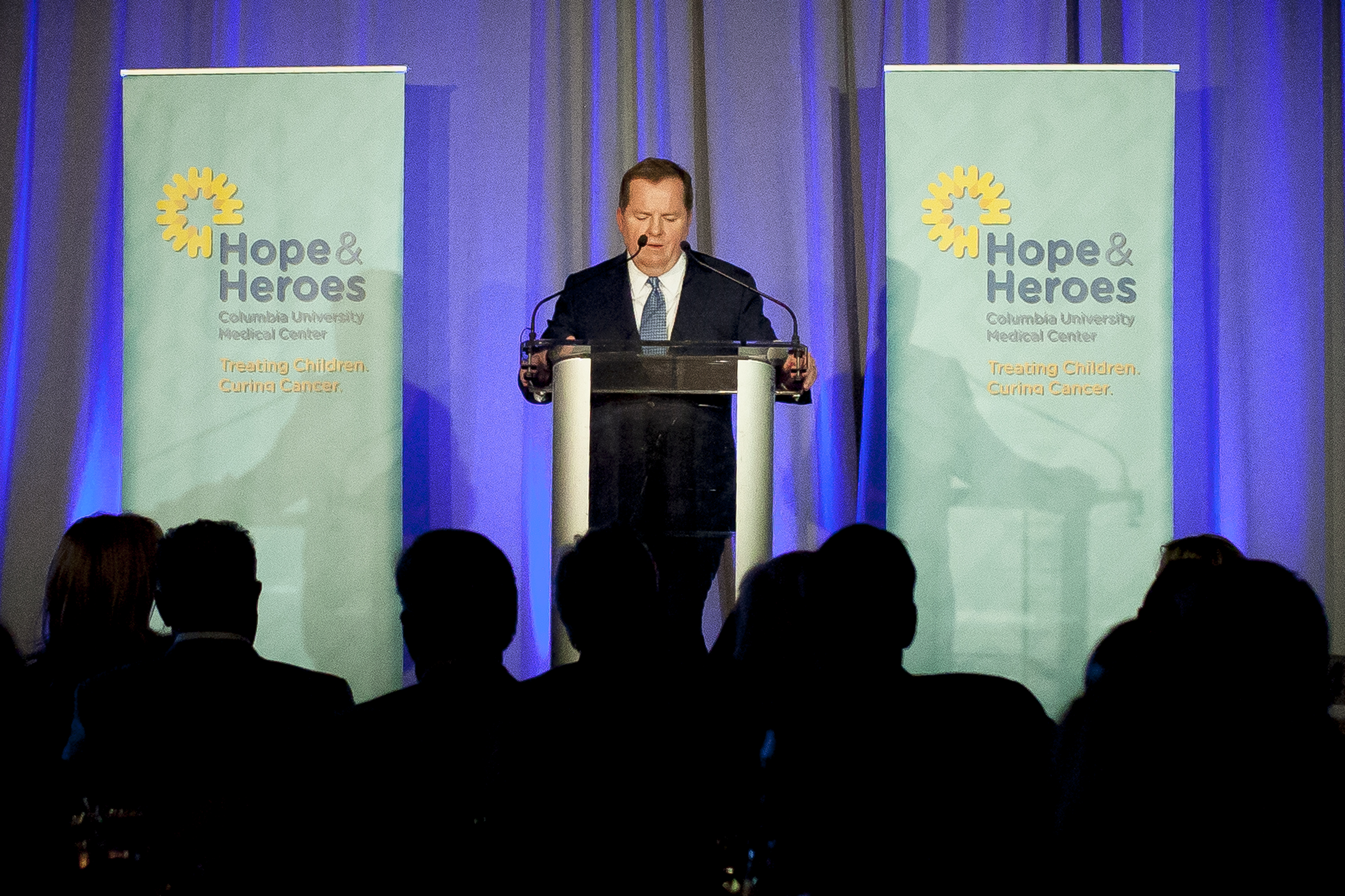 Brian Hull, the 2018 Hope & Heroes Annual Dinner Legacy of Hope Honoree, addressing the crowd